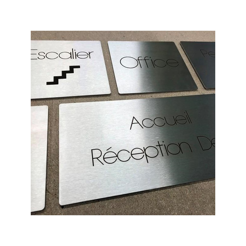 signaletique d hotel plaques inox gravees au laser sur mesure. Black Bedroom Furniture Sets. Home Design Ideas