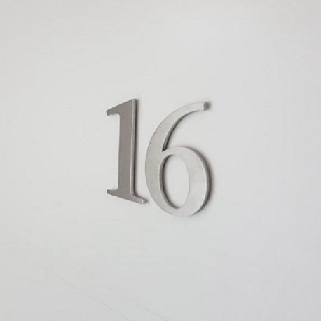 Design numéro individuel Stone Sérif - Chiffre inox brossé ep2mm - Taille 5 / 8.5 ou 10cm