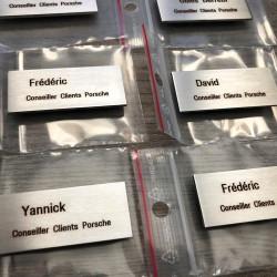 Badges inox brossé 50x20 / 60x25 / 70x30mm - gravure laser - Fixation aimant ou épingle