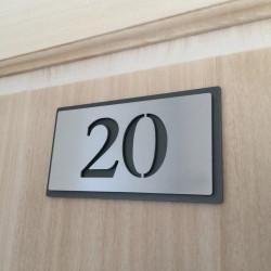 Plaque inox chambre hôtel 153x82 - Avec fond thermolaquée - Numéro au choix