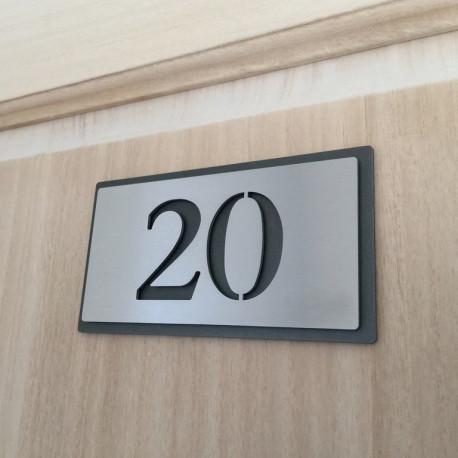 Plaque chambre hôtel - 153x82 - Fond inox avec peinture thermolaquée - Numéro au choix
