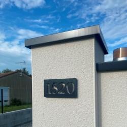Plaque numéro inox avec peinture cuite au four - 143x72 - Numéro au choix